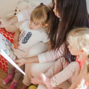 קריאה דיאלוגית חוזרת של ספרי ילדים בגנים ובכיתות א'-ג'-הגיונית, אפשרית וקשה לביצוע