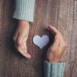 על אמפתיה וחמלה ודרכי טיפוחן במפגשים פנים-אל-פנים בגיל הרך ובכלל!